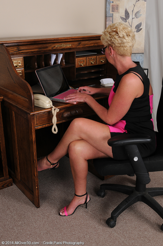 47 Year Old Taylor Lynn Getting Stripped Plus  Opening Up About Her Desk