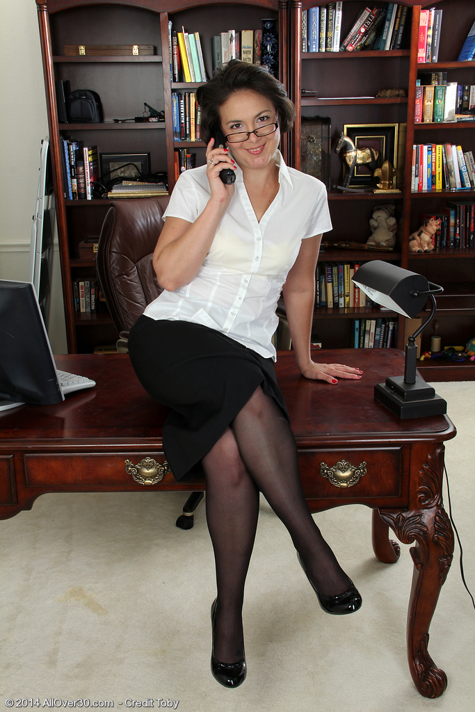 Super Horny and Kinky Calita Johnson Opens Her Gams Wide on the Desk