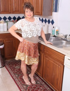 48 Year Old Penny Vulvas Receives Herself Soaked on the Kitchen Counter