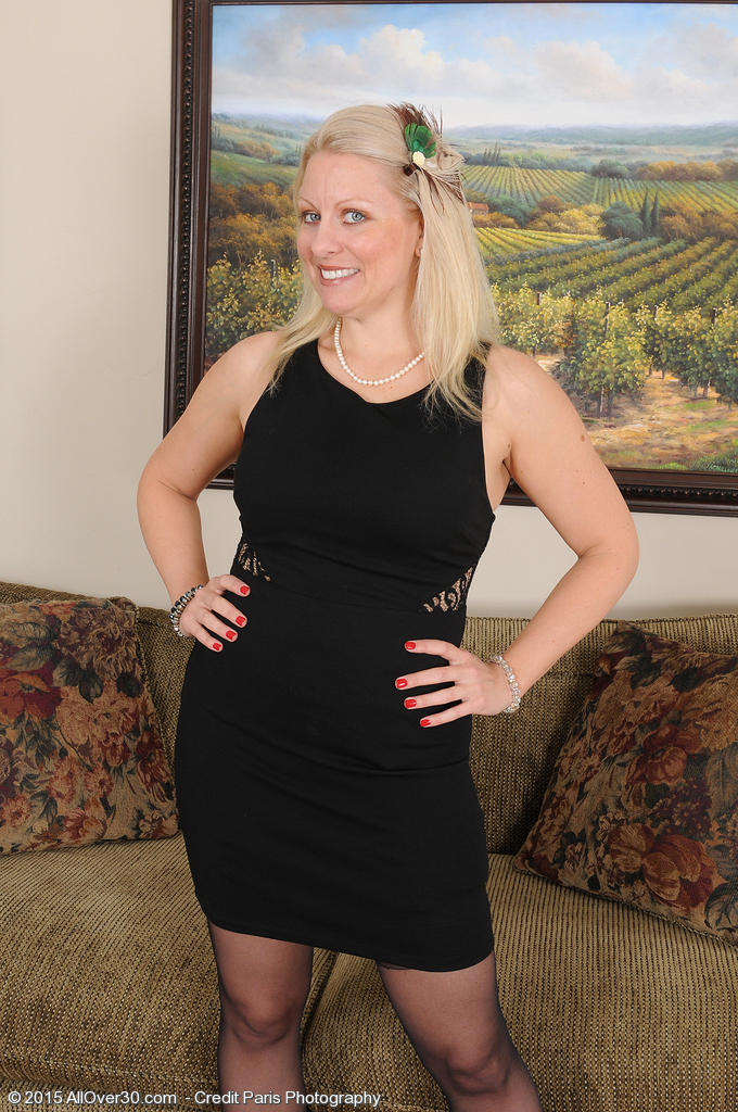 Cute Golden-haired 36 Year Old Zoey Tyler Widens Her Stocking Clad Gams