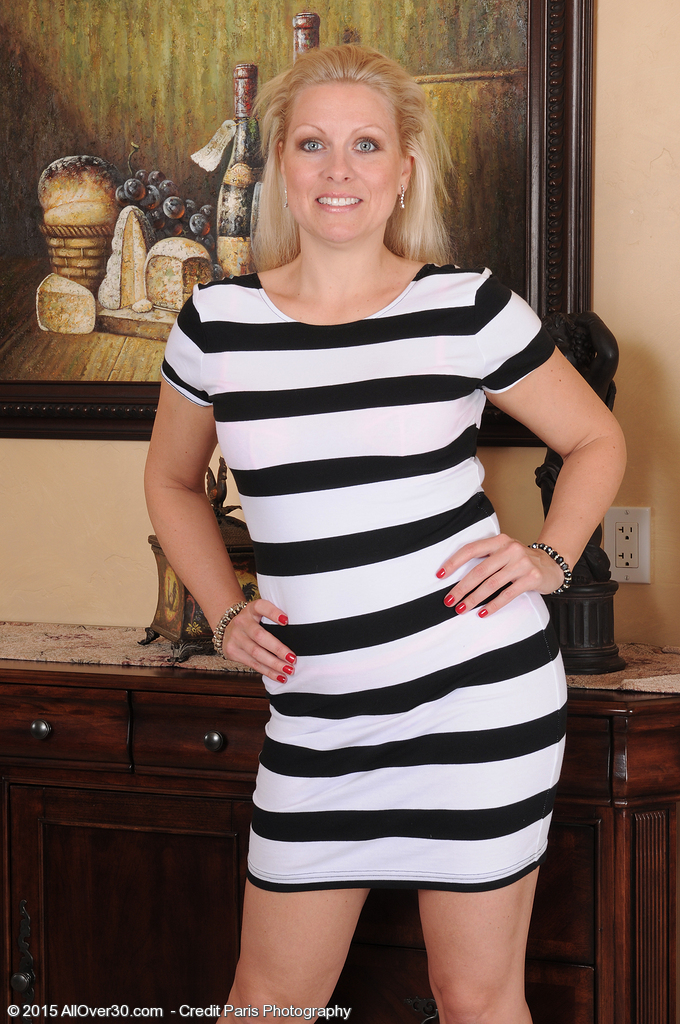 36 Year Old Zoey Tyler Glides off Her Dress and  Opens Trimmed Snatch