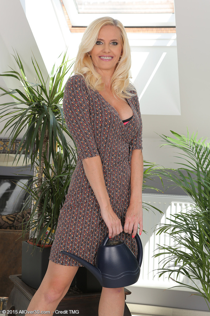 Magnificent Blond  Wifey Lilly Patterson Showcasing off Her Impressive Tits