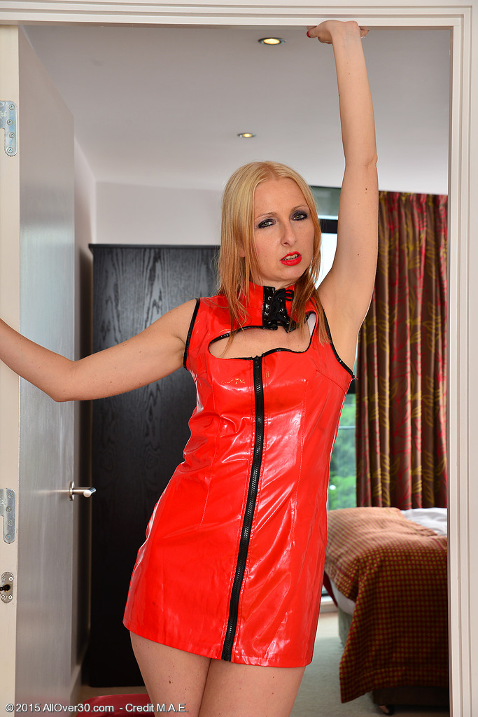 37 Year Old Beauty Tracey Lane Rips off Her Red Leather and Widens Broad