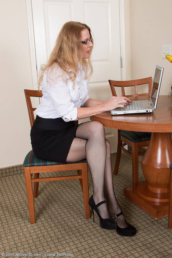 Bespectacled Secretary Lacy F is Angling for a Raise As She Disrobes Down