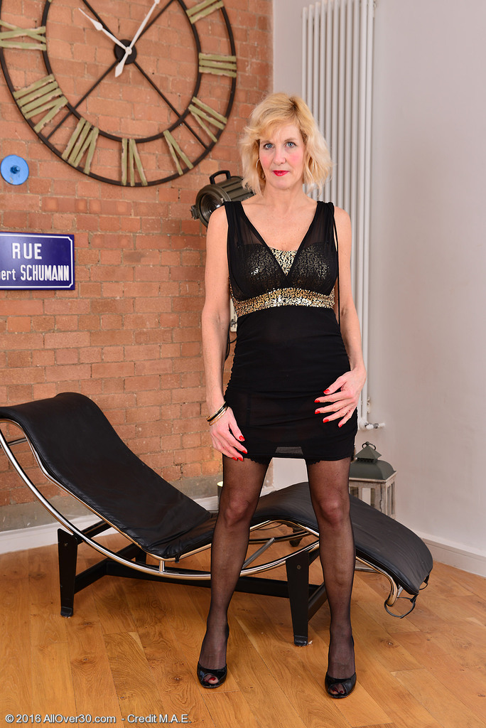 Passionate Blond Molly Maracas Likes Demonstrating off Her Sexy Black Underware