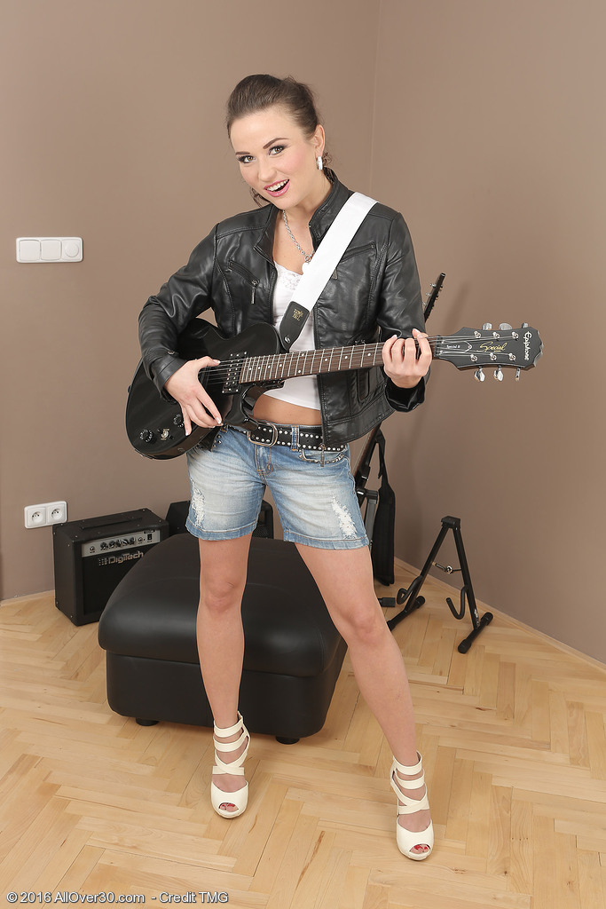 Fantastic Rocker Niki Enjoyable Tucks on Her Guitar and Shows off Her Exposed Body