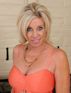 Hot  Blond  Wifey Payton Hall Unclothes to Show off Those Nice Big Melons