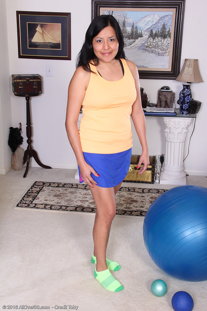 Perverse  Sweetheart Cici Jones Works out on Her Yoga Ball then Gets Undressed for Fun