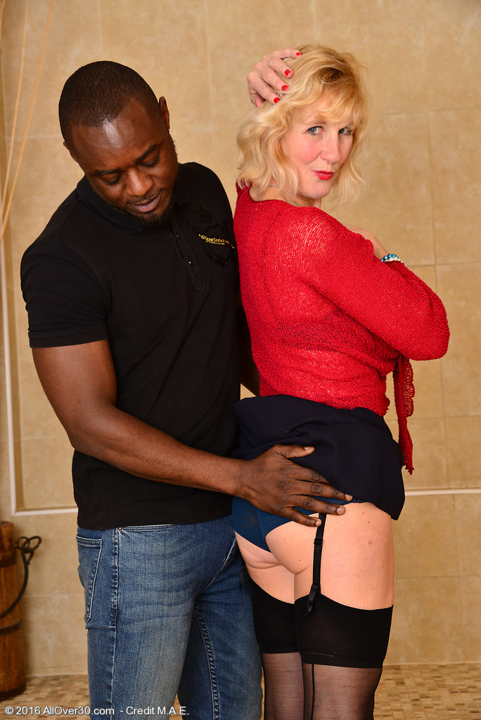 Blond Mummy Molly Maracas Loves a Super Hot Interracial Xxx Afternoon