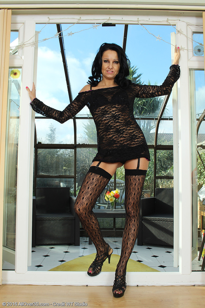 Leggy Mummy Julie D Takes off Her Thigh Highs and Taunts Us
