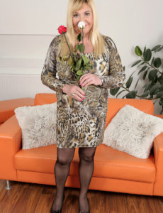 Curvaceous New Model Venuse Likes Flowers