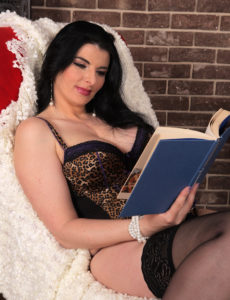 Breathtaking Sandra Nero Likes a Worthy Book and Getting off
