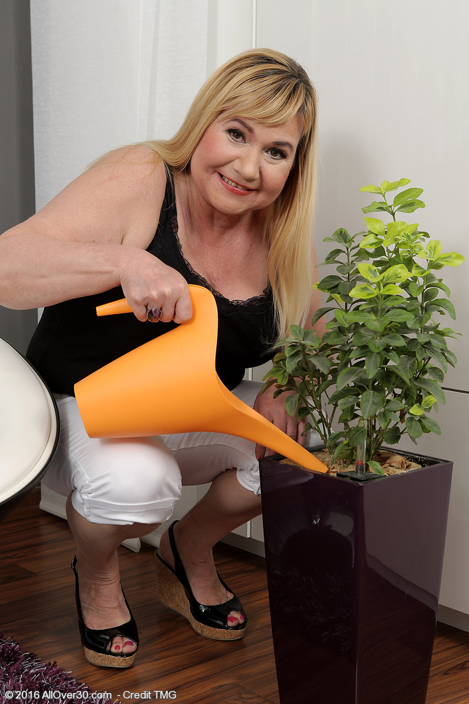 Curvaceous Babe Venuse Waters Her Plants and  Takes off
