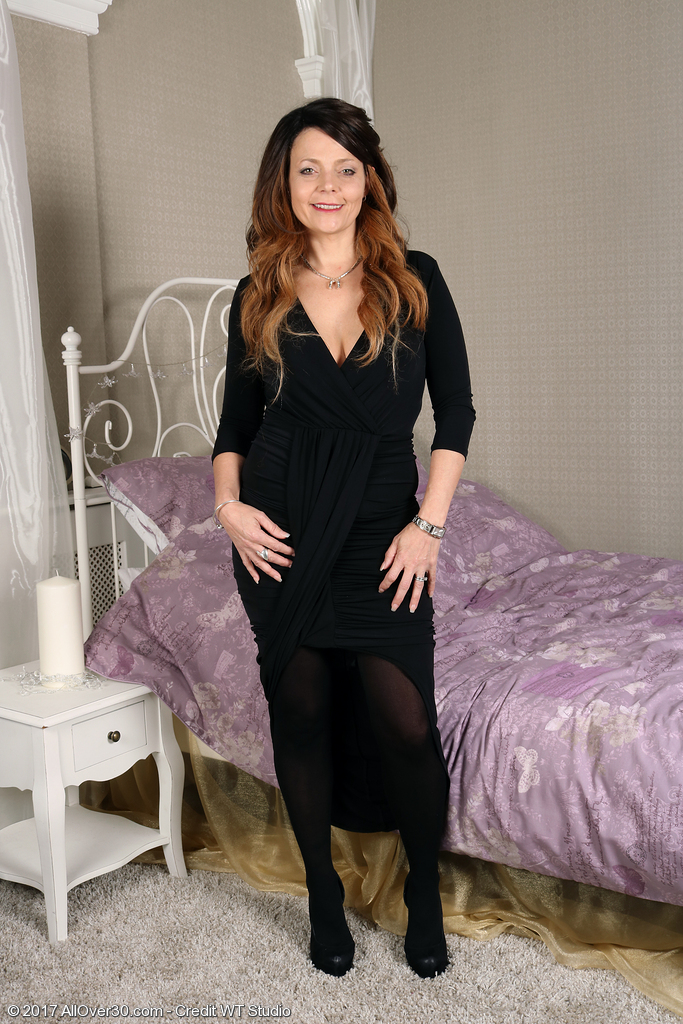 Beautiful Milf Gemma Gold