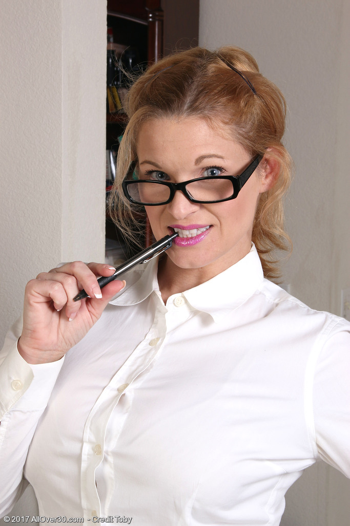 Hot Secretary April Key
