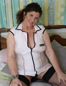 Curvaceous Buxom Milf Jilly
