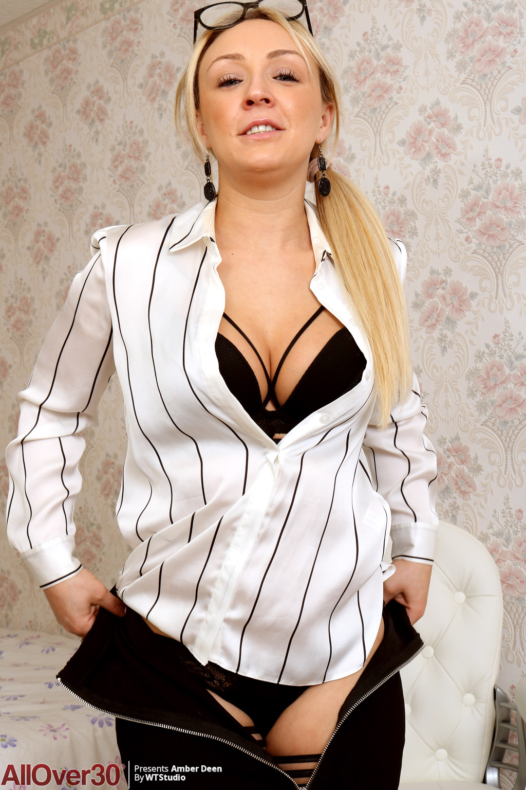 amber-deen-beautiful-secretary-07