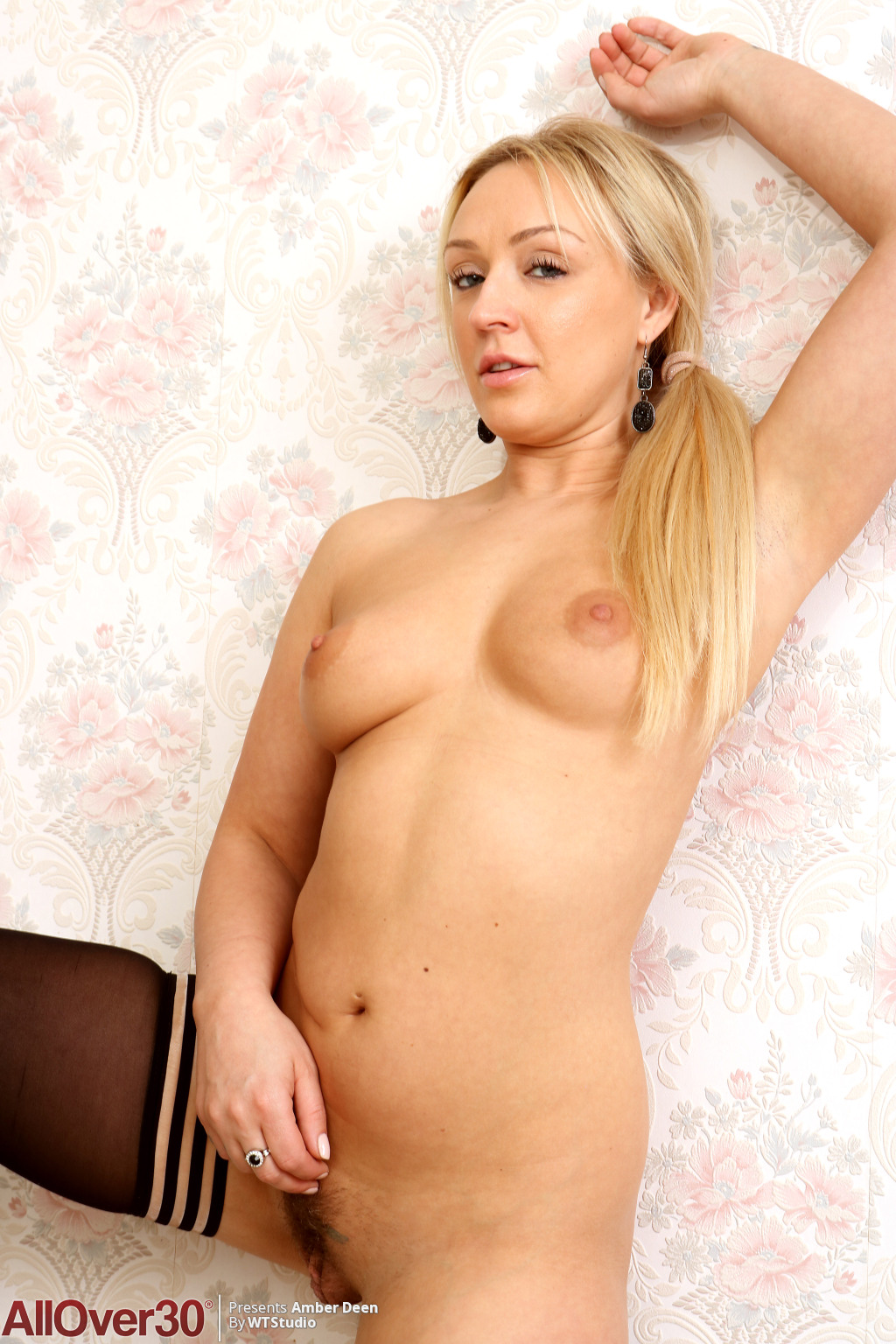 amber-deen-beautiful-secretary-13