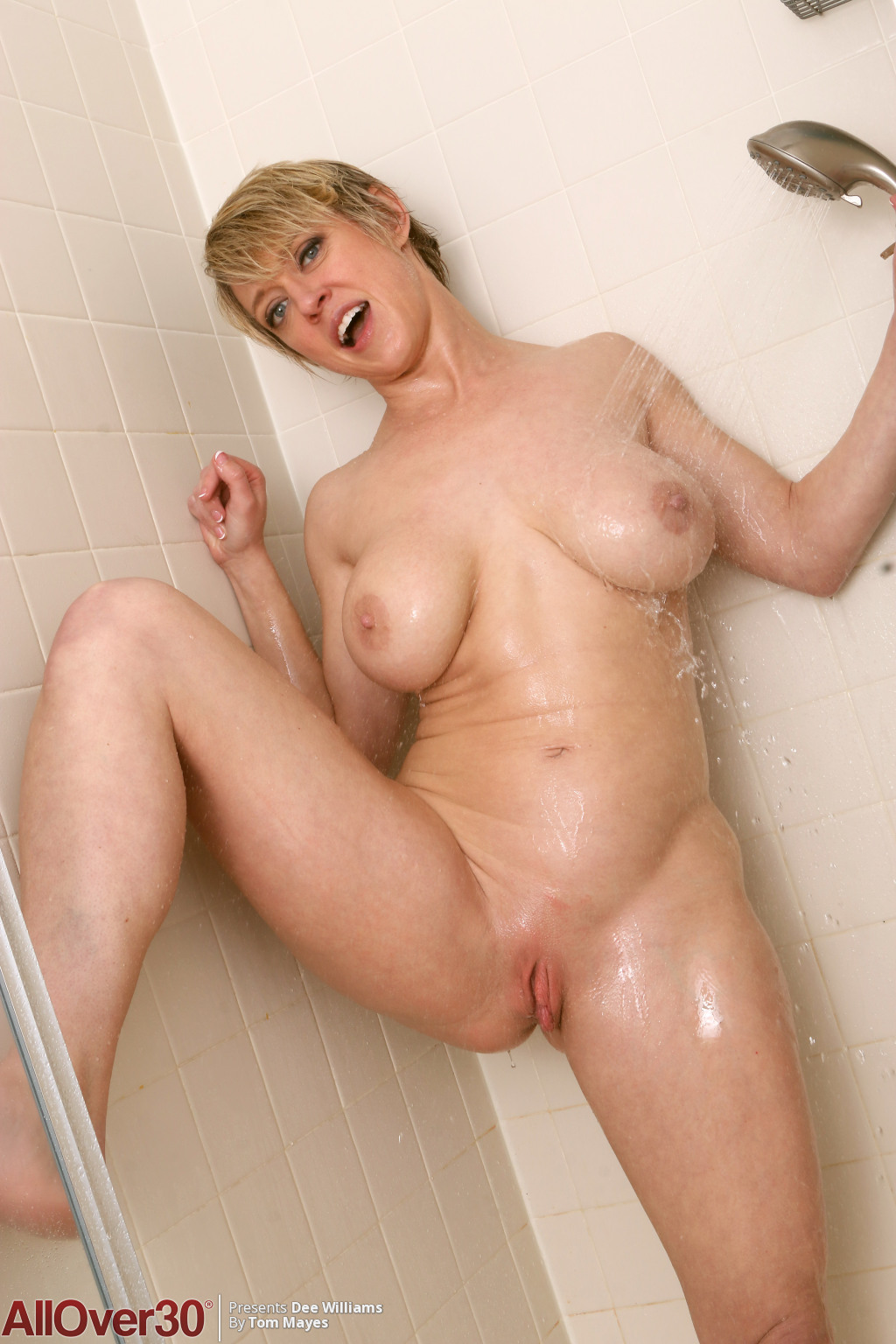 dee-williams-sexy-shower-13