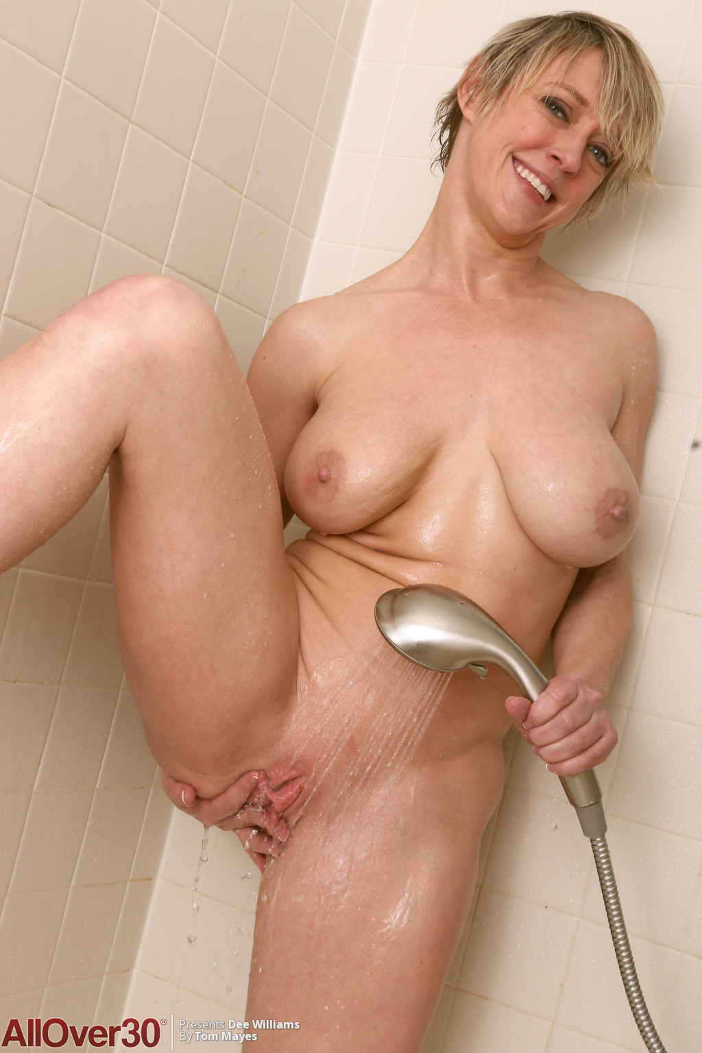 dee-williams-sexy-shower-14
