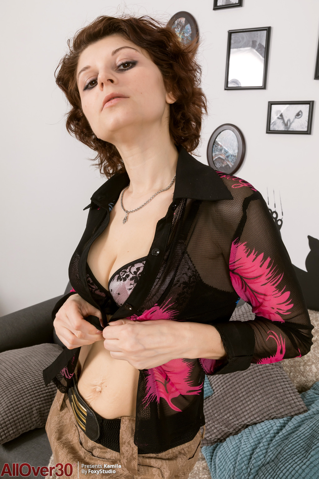 kamila-hanging-with-the-pussy-02