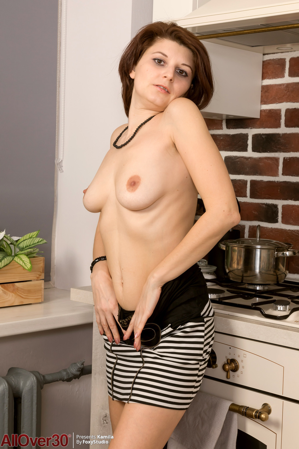 kamila-on-the-counter-03