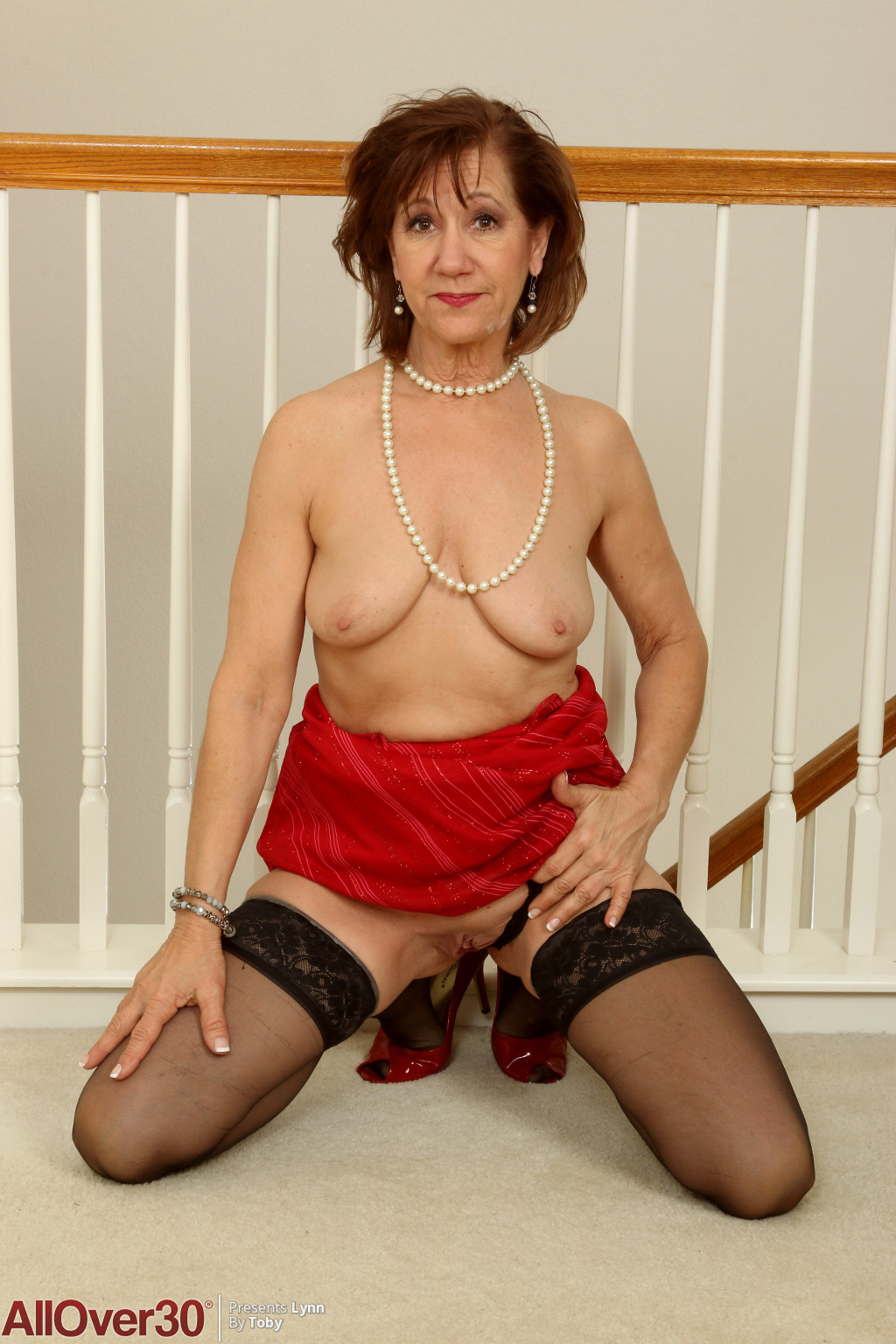 lynn-beautiful-milf-in-stockings-09