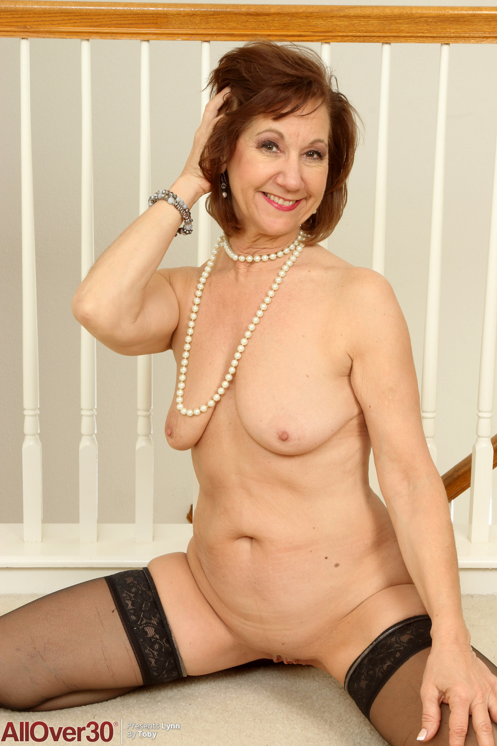 lynn-beautiful-milf-in-stockings-13