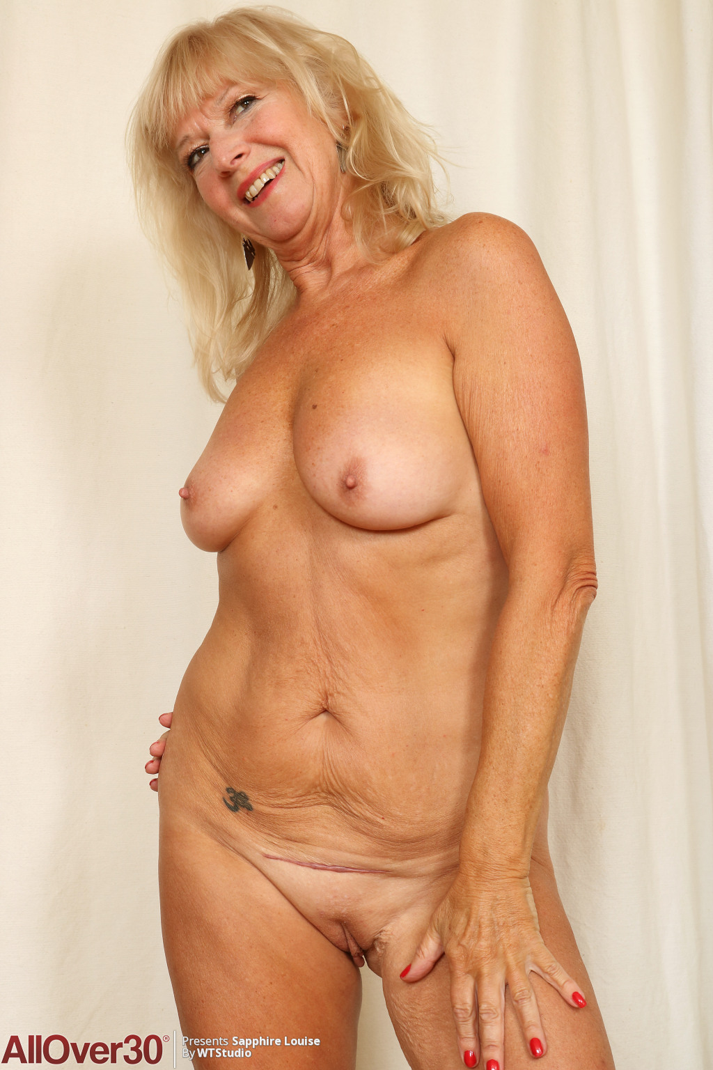 sapphire-louise-stretching-in-the-nude-15