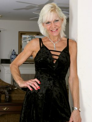 Adult Blonde GILF Mimi Smith