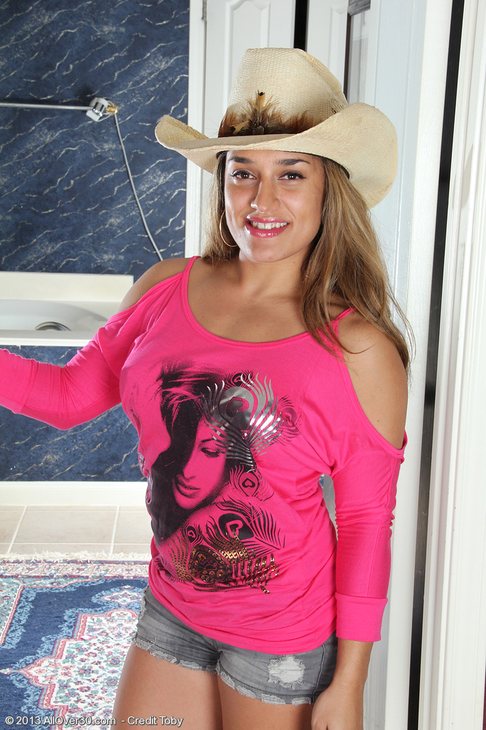 Hot Country Dame Alexa Thomas Lips off Her Jeans Short and  Opens Broad