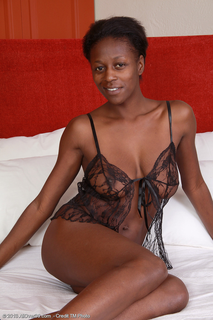 30 Year Old Chocolate  Mom Entice Shoves Her Long Fingers Deep Inside
