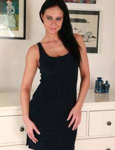 Elegant 32 Year Old Enza Slowly Unclothing Her Muscly Clean-shaved Body