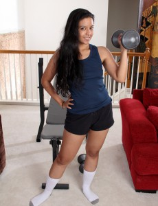 32 Year Old Julie Ann from  Onlyover30 Gives Her  Hoo Ha a Great Workout