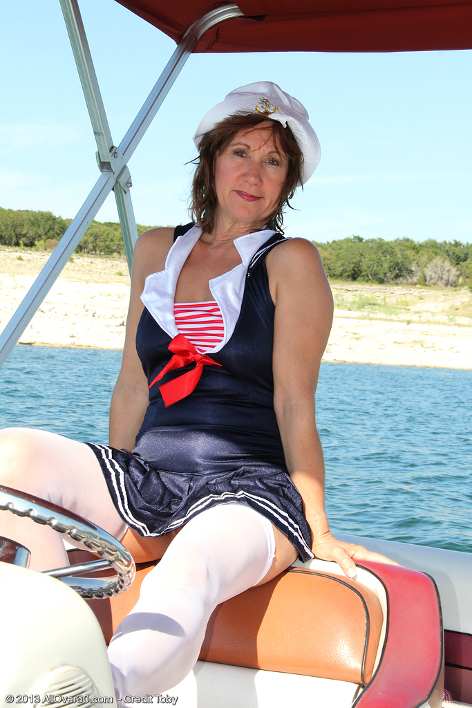 53 Year Old  Wifey Lynn Liking a  Naked Boat Ride for You to See