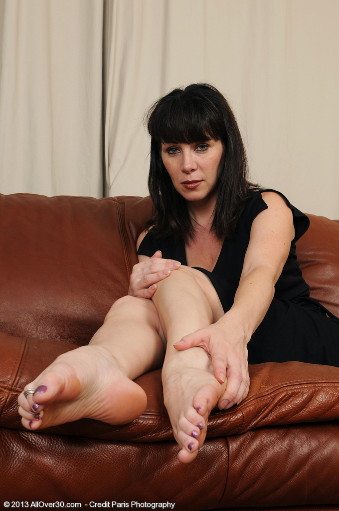 Super Wild 40 Year Old Rayveness Showcasing off Her Deliciously Clean Soles