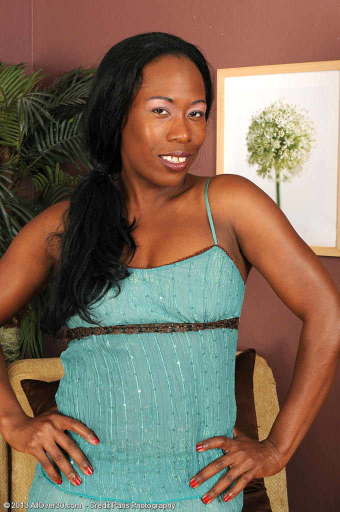 Chocolate and Elegant  Mom Sammi Ross from  Onlyover30 Looking Sexy