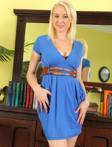 Elegant  Blond Sherry Riley from  Onlyover30 Rams Her Finger Deep