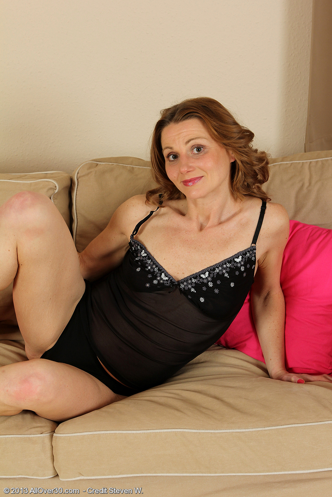 Super  Super Horny 35 Year Old Suzy Losson Tucks Her Fingers Deep into Her  Hoo Ha