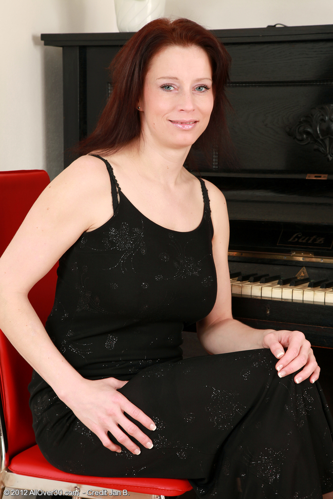 Elegant and Pallid  Wifey Carol from  Onlyover30 Widens Her Long Gams