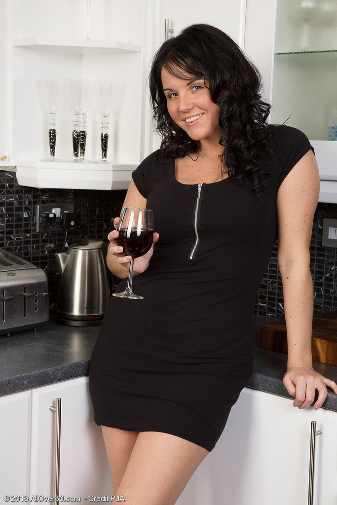 Elegant and 31 Year Old Leah H from Liking a Beautiful Glass of Wine