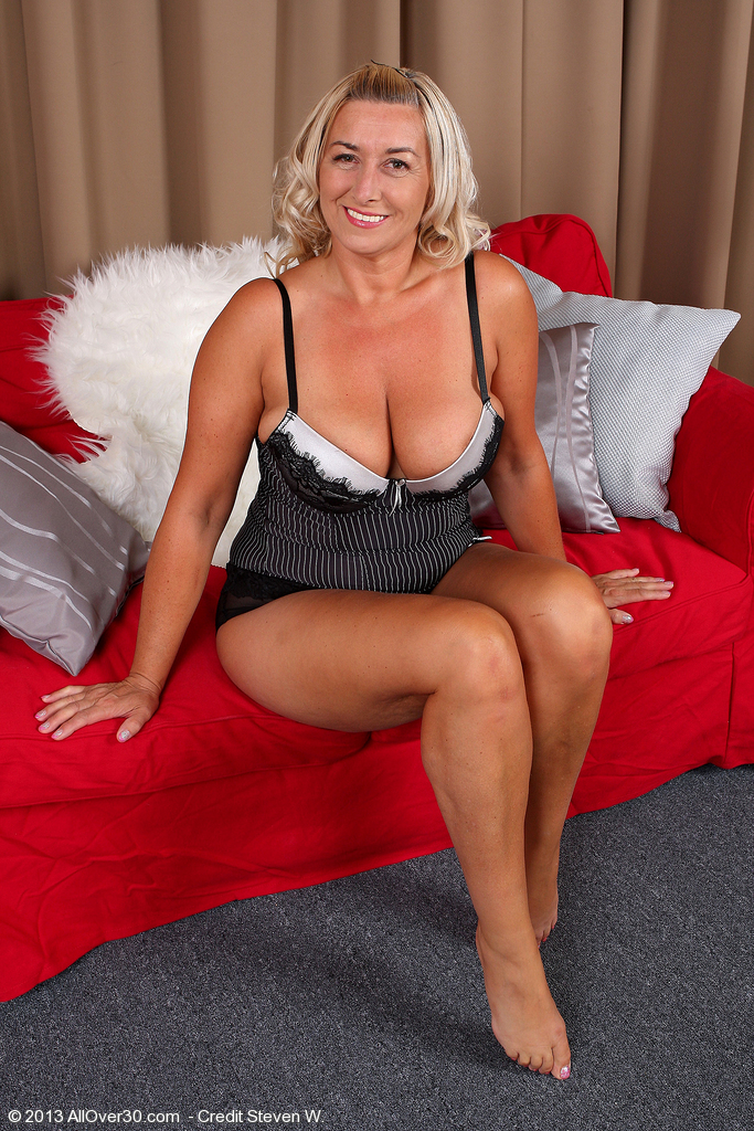 46 Year Old Melyssa from Lets Her Hefty Boobs Free from Her Slinky Underware