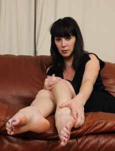 Super Horny 40 Year Old Rayveness Displaying off Her Deliciously Clean Soles
