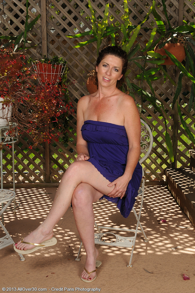 46 Year Old Tammy Sue Receives  Nude in the Backyard and  Opens Wide