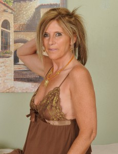 48 Year Old Amanda Jean from  Onlyover30 in a Hawt Beige Nighty