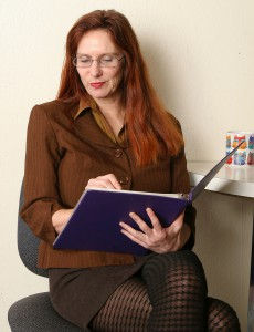 Redheaded Milf Breeze from  Onlyover30 Touches Her Bushy Cunny