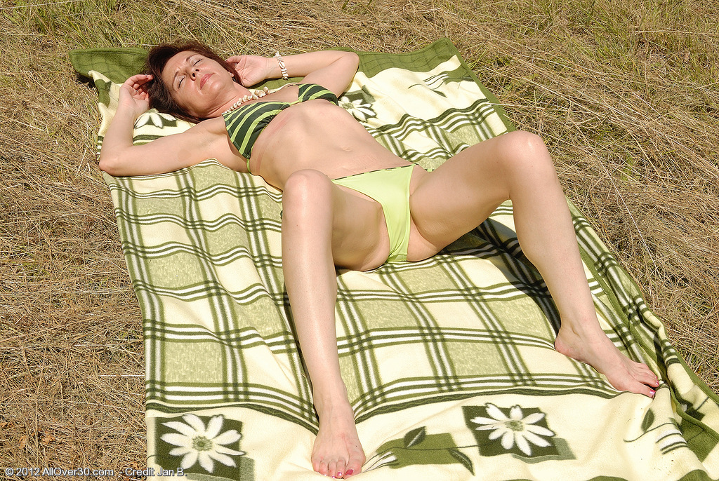 46 Year Old Jenny H Takes a Break from Sunbathing to Spread Her Gams