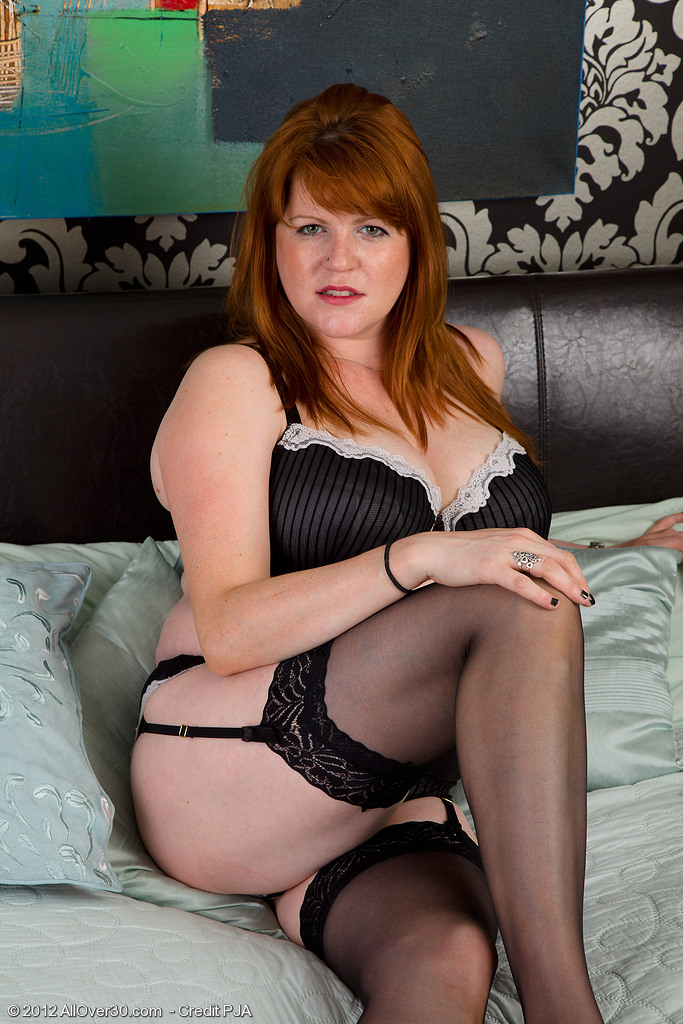 Redheaded Plumper Mummy Jams a Marital-device Deep into Her Older Snapper