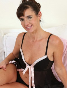 47 Year Old Suzie Peels off off Her Dark Underware and Fondels Her Slit