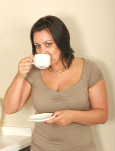 Older 43 Year Old  Wifey Enjoys Her Pussy with Her Coffee